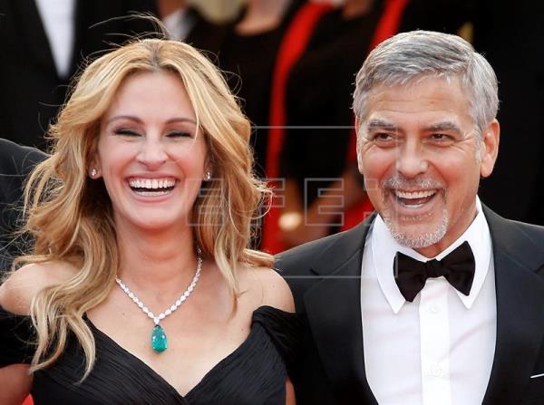 La sonrisa de Julia Roberts ilumina la alfombra roja de Cannes