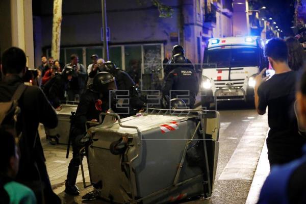 Nueva noche de disturbios en Gràcia por el desalojo del