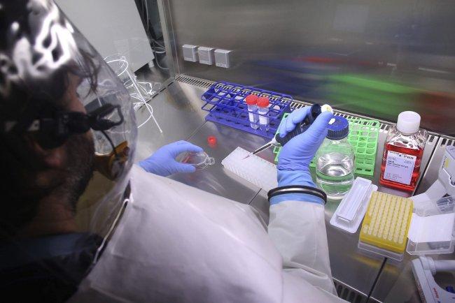 El virus del Ébola puede permanecer 'durmiente' y volver a contagiar
