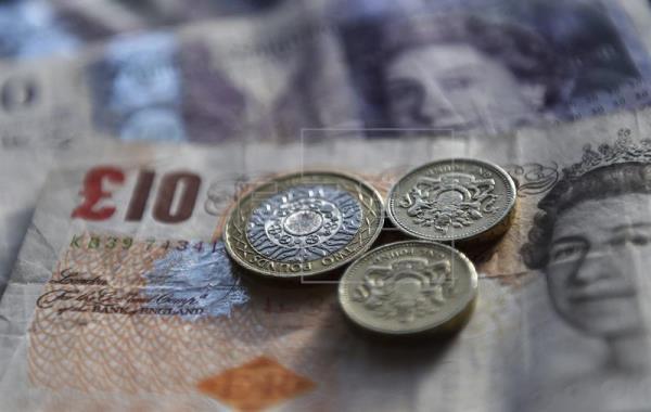 La libra se tambalea a la espera de la activación del artículo 50