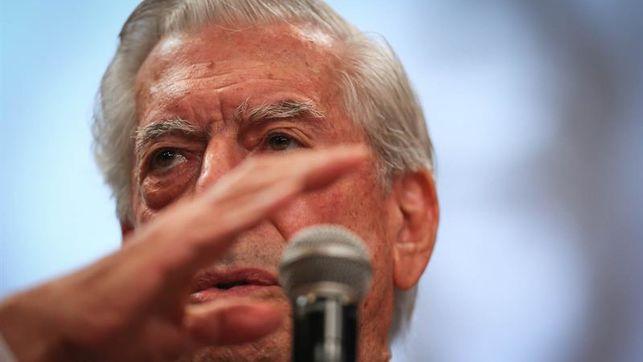 Vargas Llosa dice que la comunicación en las redes sociales es una caricatura de la lengua