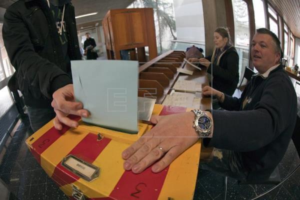 Los suizos votan en referéndum establecer una renta básica mensual de 2.300 euros