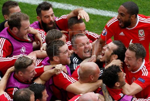 Inglaterra tropieza con Rusia, Bale marca y Gales lidera el grupo B