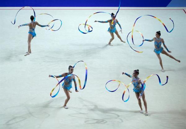 España se cuelga la plata en 3 mazas y 2 aros y el bronce en 5 cintas