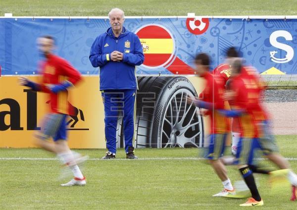 Del Bosque prueba con el mismo equipo del debut a puerta cerrada