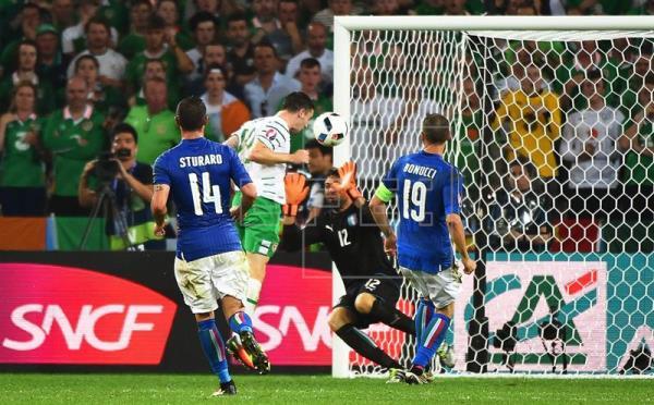 Italia, Bélgica e Irlanda, a octavos; Suecia eliminada