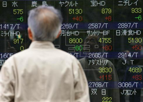 Tokio cae al mínimo en seis semanas arrastrada por Wall Street