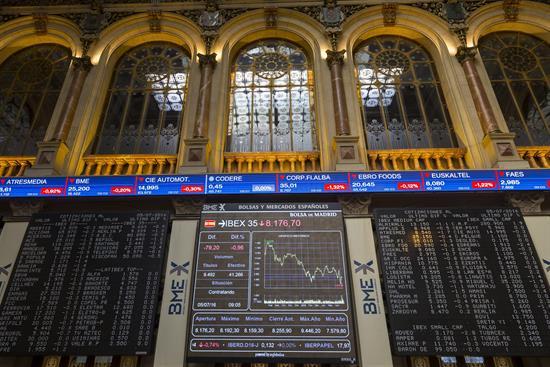 El ÍBEX 35 cae un 0,07 % tras la apertura y se olvida de los 8.900 puntos