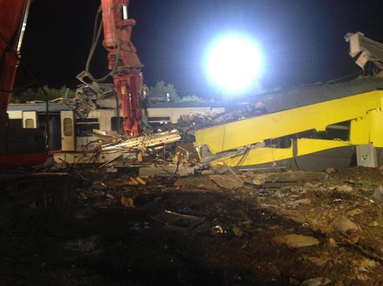 Ascienden a 27 las víctimas mortales tras el choque de trenes en Italia