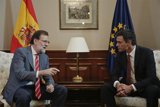 """Rajoy """"abre la puerta"""" a la comisión sobre el Estado autonómico que propone Sánchez"""