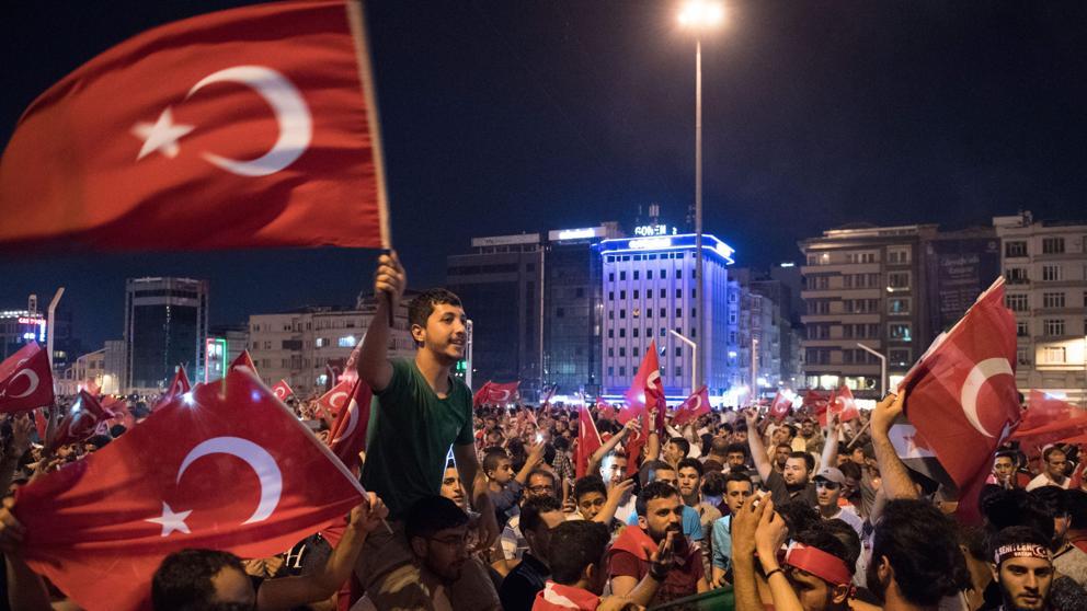 La polémica por las irregularidades en el referéndum mantiene la tensión en Turquía