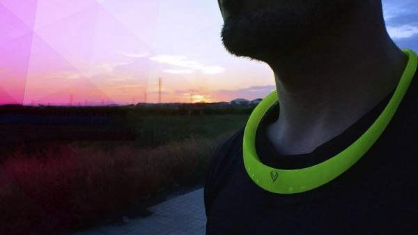 Un collar inteligente para escuchar música mientras se hace deporte