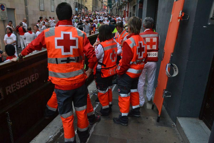 Cruz Roja traslada a ocho personas en el  último encierro de San Fermín 2016