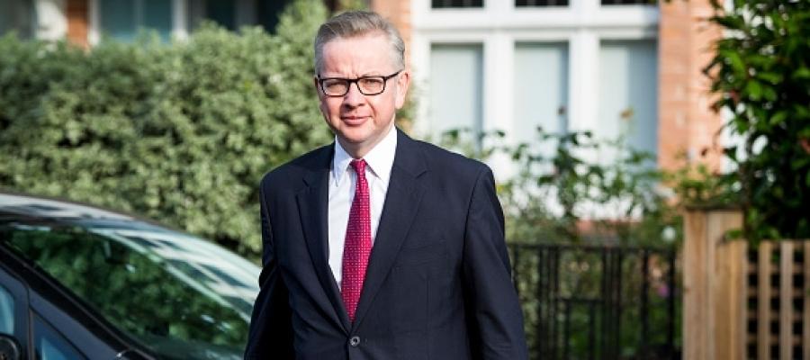 Gove afronta presiones para apearse de la carrera por la sucesión de Cameron
