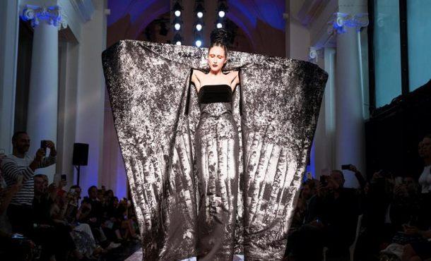 Jean Paul Gaultier canta a los bosques en su desfile de Alta Costura en París