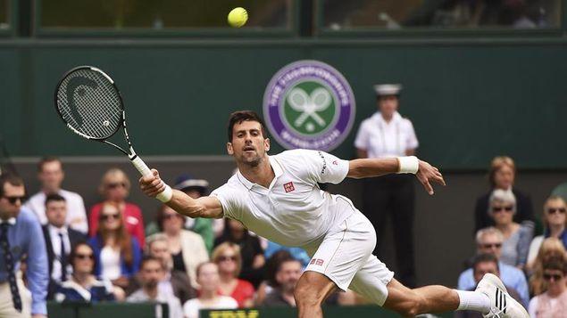 La lluvia salva a Djokovic cuando perdía 7-6 y 6-1