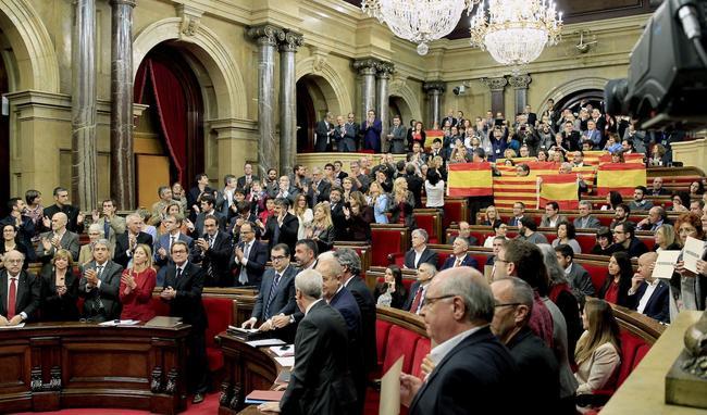 El letrado mayor del Parlament pone en cuestión el referéndum unilateral
