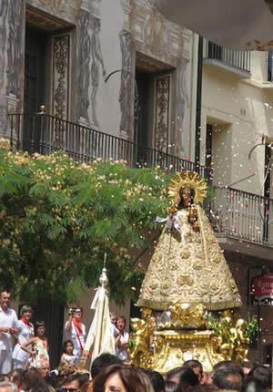 Multitudinaria procesión de Santa Ana en el día grande de Tudela