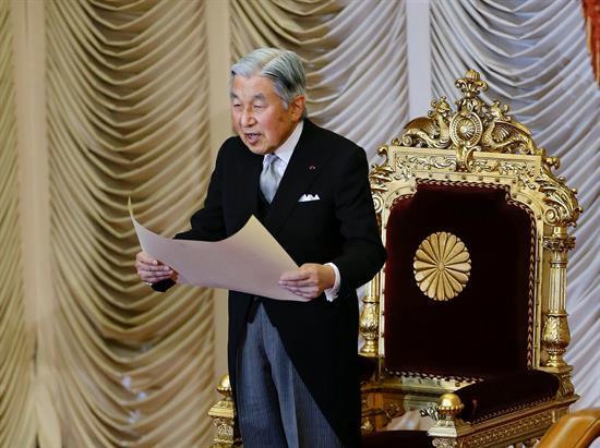 """El emperador nipón agradece la """"compresión"""" por su abdicación en su 84 cumpleaños"""