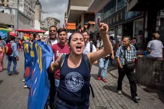 Aumenta el número de venezolanos que camina hacia Caracas para presionar por el revocatorio