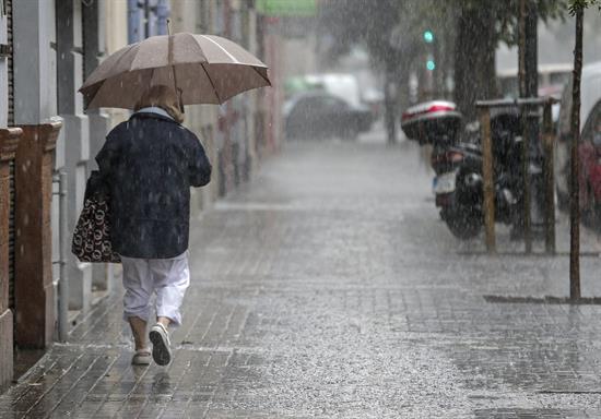 Mañana, lluvias en mitad norte y notable descenso de temperaturas en centro