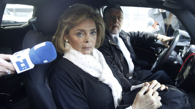 El juez dice que la exedil Alcón y su exmarido cobraron