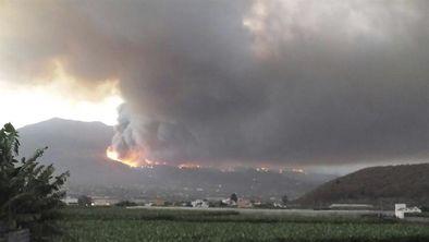 Brigadas en La Palma trabajan en Montes de Luna y Tigalate tras 500 evacuados