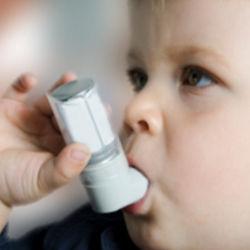 Un 38% de los casos de asma infantil se deben a la contaminación del aire, según un estudio