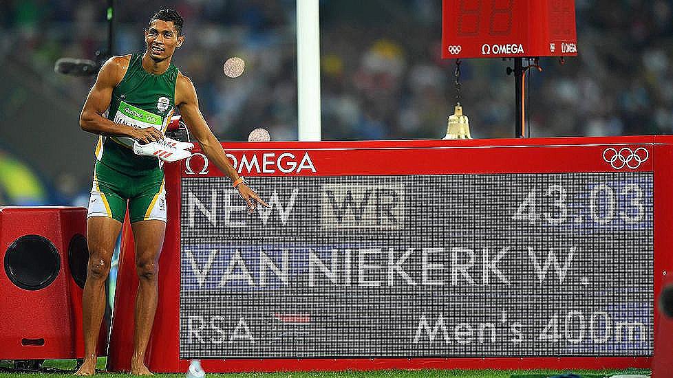 Van Niekerk, campeón olímpico de 400m batiendo el récord de Michael Johnson