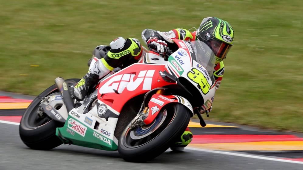 Crutchlow gana la guerra de estrategias y Márquez cede cuatro puntos a Rossi