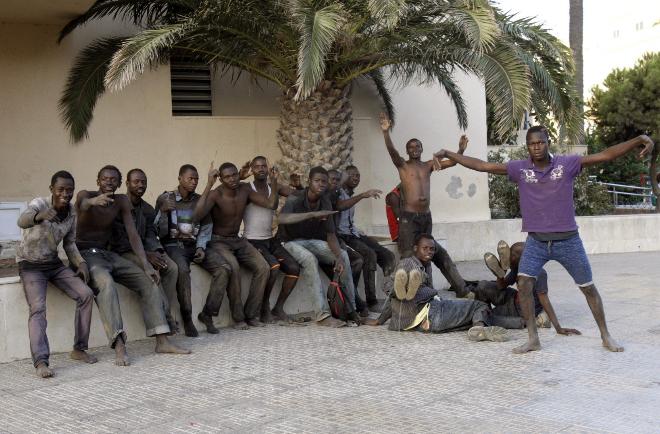 Unos cuarenta inmigrantes entran en Melilla tras lograr saltar la valla