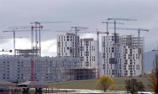 El precio de la vivienda modera su subida al 3,9 % y suma 9 trimestres al alza