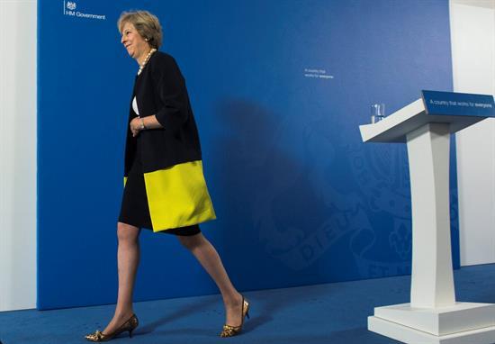 May se dispone a negociar un 'brexit'
