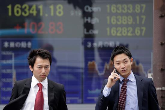 Tokio sube impulsada por Wall Street y alcanza su máximo en 26 años