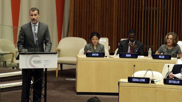 Felipe VI pide ayuda para los refugiados y su respeto a los valores de los países de acogida