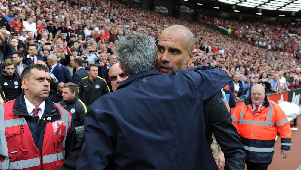 Mourinho y Guardiola, saludo afectuoso antes del derbi