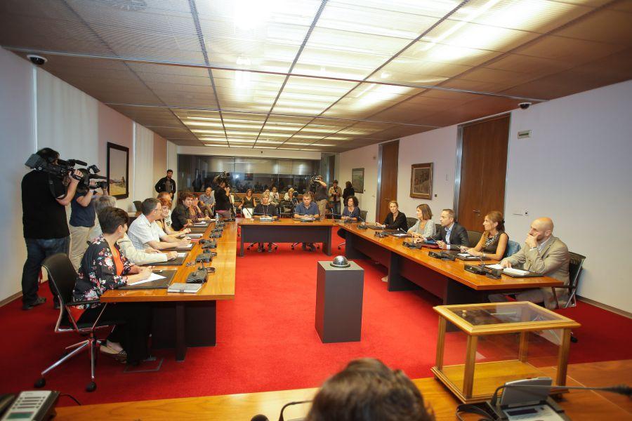 UPN, Geroa Bai, Podemos, Bildu, I-E y la abstención de PPN solicitan desclasificar 'Montejurra 1976'