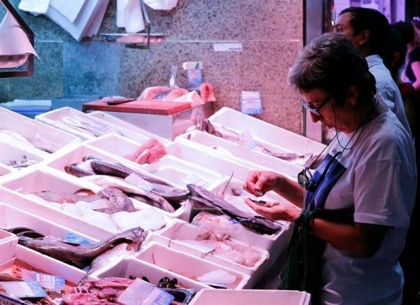 Comer pescado con mercurio podría aumentar el riesgo de esclerosis