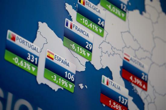 La prima de riesgo española baja a 106 puntos por la subida del bono alemán