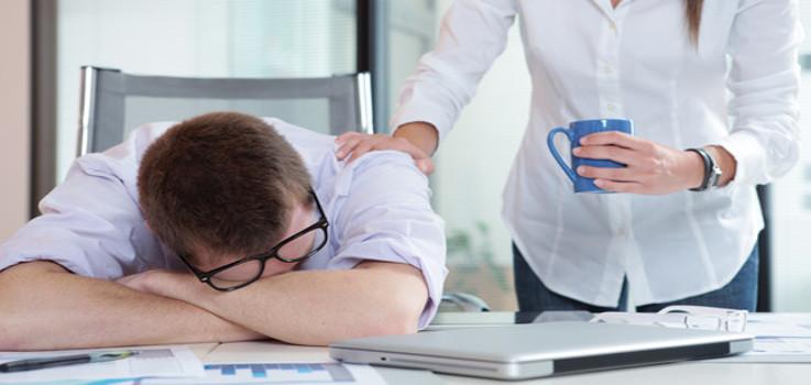 """¿Trabajas por turnos? Descubre cómo """"sobrevivir"""" al cambio de hora"""