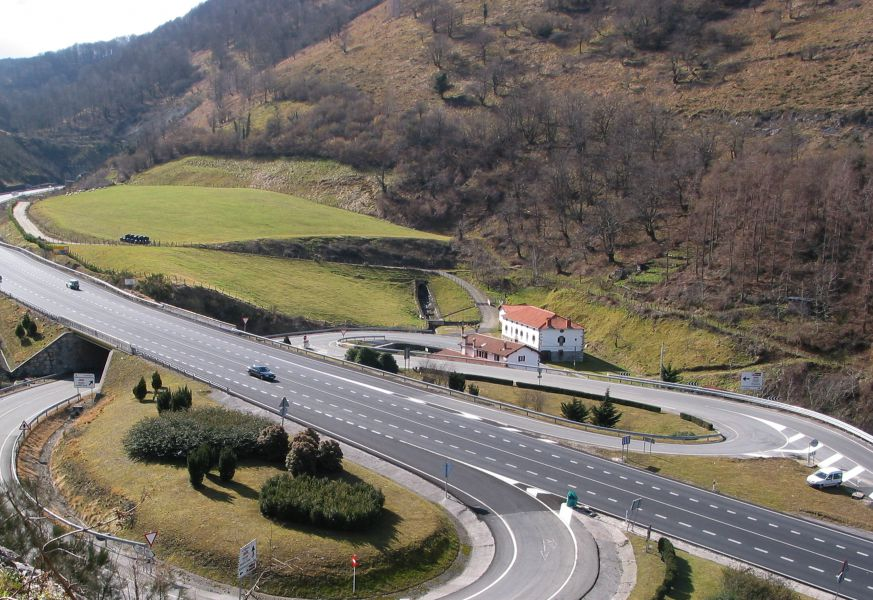 Navarra limitará a un solo sentido los adelantamientos en los tramos de tres carriles de la N-121-A
