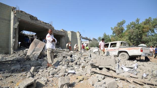 Un ataque de la coalición árabe contra una cárcel causa al menos 60 muertos en Yemen