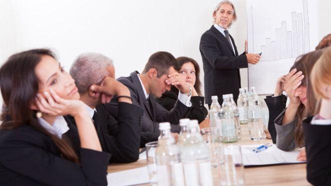 Reuniones de trabajo ineficaces: cómo evitarlas y reconducirlas