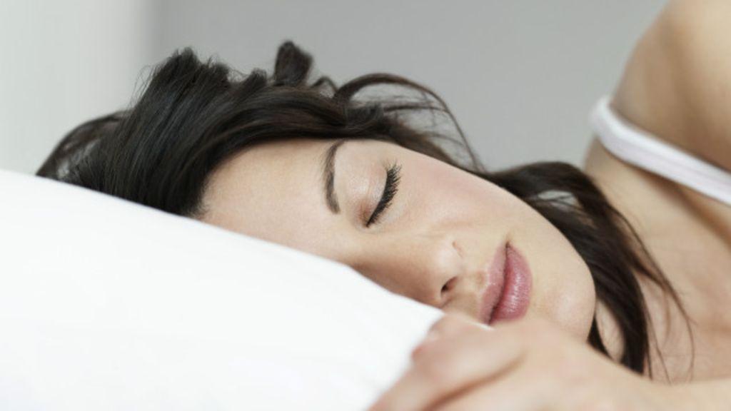Arianna Huffington sostiene que dormir bien no es opcional: la revolución del sueño