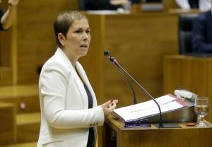La presidenta del Gobierno foral, durante su intervención en el Debate sobre el Estado de la Comunidad Foral.