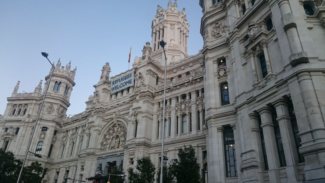 Carmena ganaría en Madrid y el PSOE en la Comunidad, pero Ayuso podría retener el Gobierno