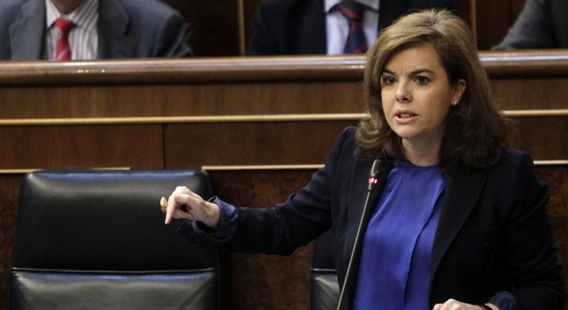 Sáenz de Santamaría: El Gobierno responderá con la Constitución a los