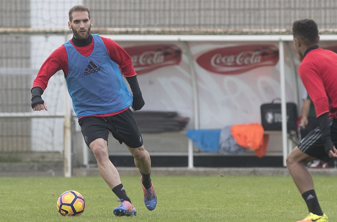 Fausto por Torró, única novedad en la convocatoria; Kike Barja repite