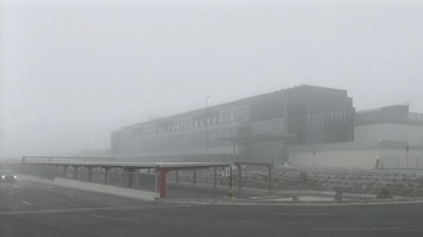 La niebla dificulta la operatividad del aeropuerto de Noain