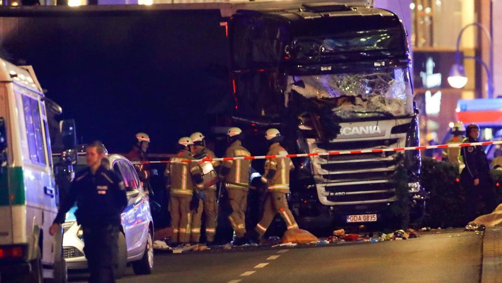 Merkel confirma que se trata de un «atentado terrorista» y que el sospechoso es un refugiado